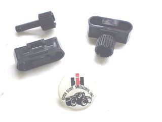 Picture of Rear Tire Cover Panel Fasteners & Retainer, '69-'75 Travelall